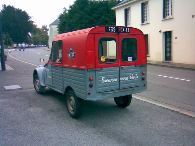 Photos et cartes postale 2cv camionnette  - Page 2 2cvAK400_MFtracteurs2
