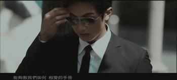 Er: Chun en el MV de 心疼你的心疼 8aa527d8919e7ebda9f47d5733b0e2e9