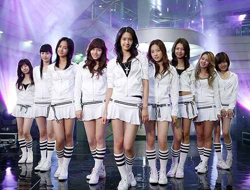GIRLS' GENERATION- The power of 9! - Page 2 26-1