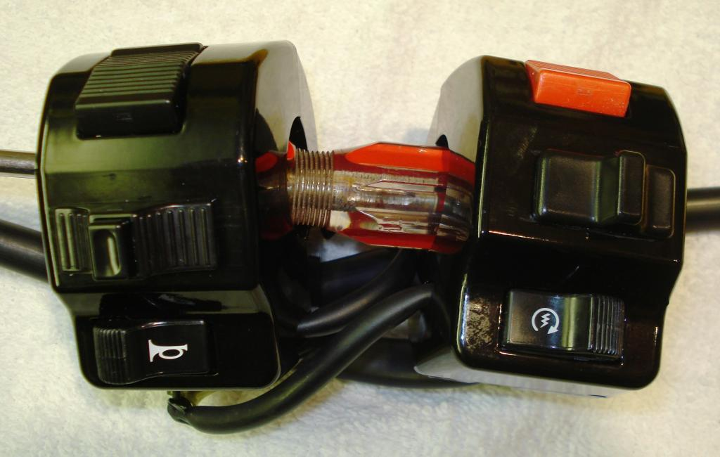 Switchgear strip down DSC08082_zps593ffec7