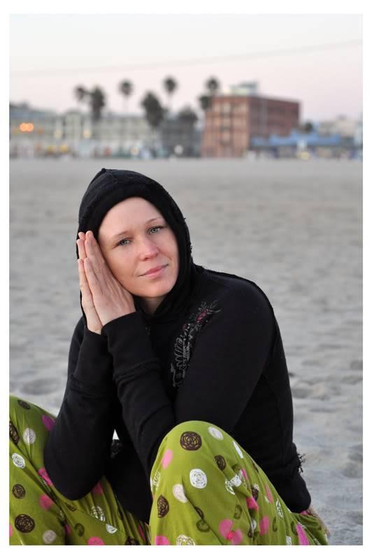 Amanda, Venice Beach A01_dumont_dusk_02BR