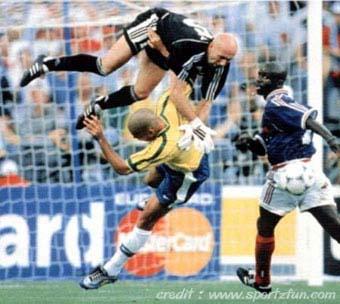 و من الرياضة ما قتل Funny_Soccer_04