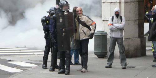 FASCISME, DICTATURE, ETAT-POLICIER, TERRORISME D'ETAT - Page 2 1431055_3_0fcc_sur-cette-image-prise-par-un-militant-du-front
