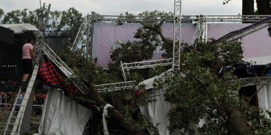 TORNADES, TEMPETES ET OURAGANS 1561284_3_02fe_une-scene-effondree-au-festival-de-pukkelpop