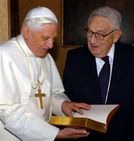LE PAPE, LE VATICAN & LE NOUVEL ORDRE MONDIAL BenotXVI_Kissinger