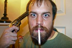 LOIS TOTALITAIRES ET MESURES LIBERTICIDES Cigarette_suicide