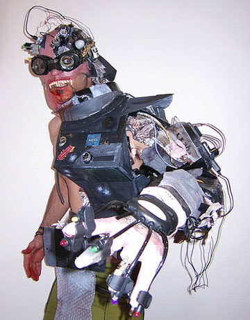 2011 : PUCES IMPLANTABLES, RFID, NANOTECHNOLOGIES, NEUROSCIENCES, N.B.I.C. ET CYBERNETIQUE ! - Page 3 Cyborg-psycho