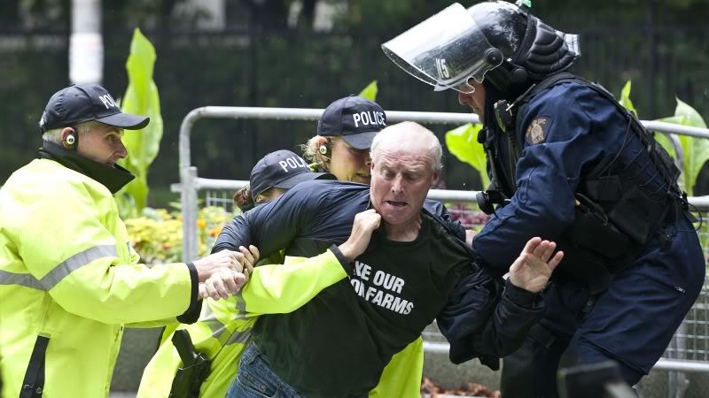 FASCISME, DICTATURE, ETAT-POLICIER, TERRORISME D'ETAT G20_SS
