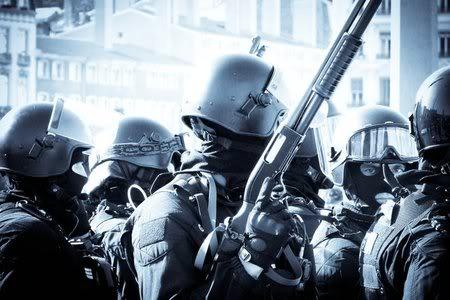 FASCISME, DICTATURE, ETAT-POLICIER, TERRORISME D'ETAT - Page 2 GIPN