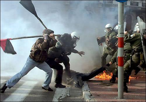 NOUVEL ORDRE MONDIAL : DE QUOI SE COMPOSE-T-IL, ET QUELS SONT SES BUTS ? Greek_tragedy_dec08