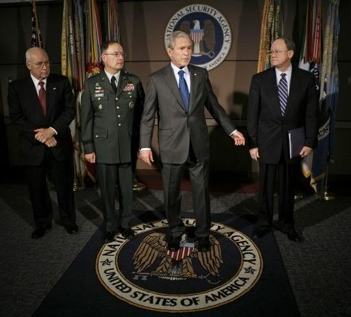 NOUVEL ORDRE MONDIAL : DE QUOI SE COMPOSE-T-IL, ET QUELS SONT SES BUTS ? - Page 2 NSA_Bush_Alexander1