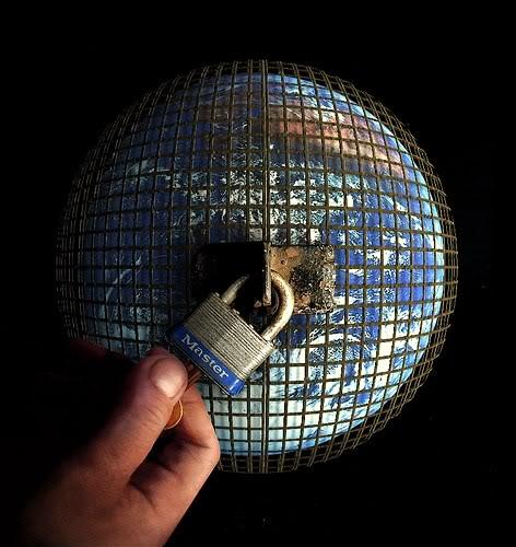 """11 SEPTEMBRE 2011 : TERRORISME D'ETAT ET SUPPRESSION DES LIBERTES SUR TOUTE LA PLANETE AU NOM DE """"L'ANTI-TERRORISME"""" ET DU MYTHE DE LA SECURITE INTEGRALE ! Prison_planet_NOM-1"""
