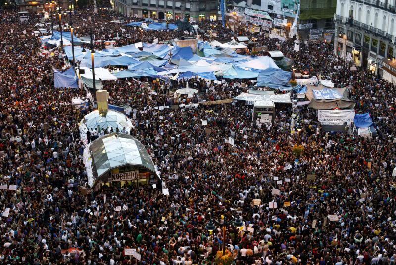 EFFONDREMENT ECONOMIQUE MONDIAL - Page 2 PuertaDelSol_Madrid_manif
