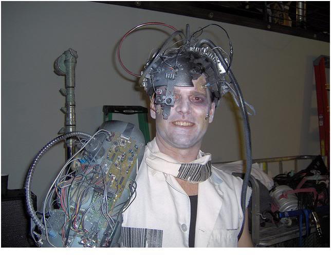 2012 : PUCES IMPLANTABLES, RFID, NANOTECHNOLOGIES, NEUROSCIENCES, N.B.I.C., TRANSHUMANISME  ET CYBERNETIQUE ! Cyborg-zombie-posthuman