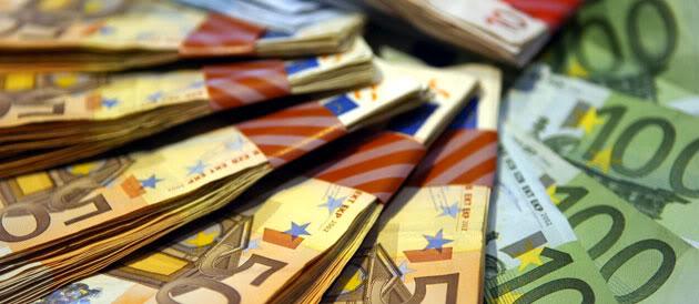 EFFONDREMENT ECONOMIQUE MONDIAL - Page 2 Euros_banknotes