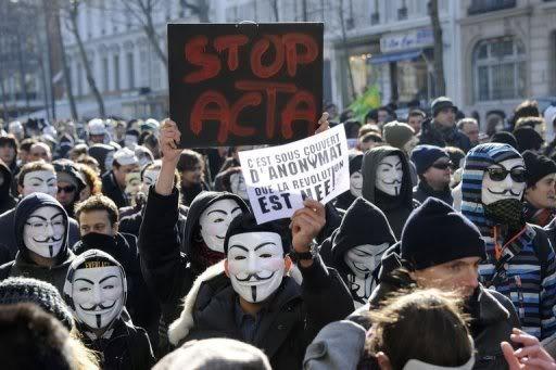 SUPPRESSION DES LIBERTES DU WEB - Page 2 Anonymous_manifestation