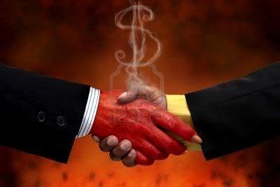 2012 : PUCES IMPLANTABLES, RFID, NANOTECHNOLOGIES, NEUROSCIENCES, N.B.I.C., TRANSHUMANISME  ET CYBERNETIQUE ! - Page 4 Economie_pacte-avec-le-diable