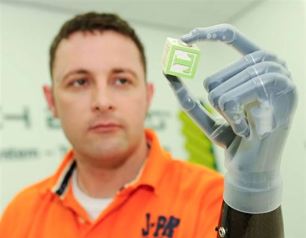 2012 : PUCES IMPLANTABLES, RFID, NANOTECHNOLOGIES, NEUROSCIENCES, N.B.I.C., TRANSHUMANISME  ET CYBERNETIQUE ! Prothsebionique