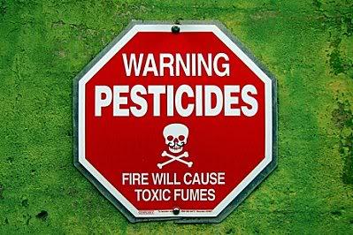 DEPOPULATION VIA LES OGM, LES PESTICIDES, LA DEFORESTATION ET LA POLLUTION DE NOTRE NOURRITURE ET DE NOS EAUX - Page 3 Warning_Pesticides
