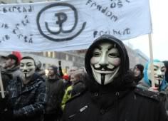 SUPPRESSION DES LIBERTES DU WEB - Page 2 Anonymous_manif