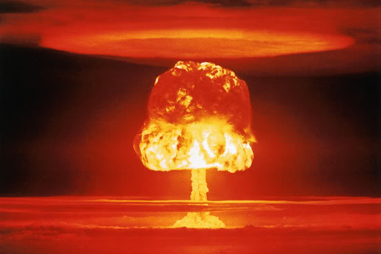 DEPOPULATION VIA LA TECHNOLOGIE NUCLEAIRE Nuclear-mushroom-cloud