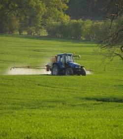 DEPOPULATION VIA LES OGM, LES PESTICIDES, LA DEFORESTATION ET LA POLLUTION DE NOTRE NOURRITURE ET DE NOS EAUX Pollution-des-pesticides-agricoles-jusque-dans-les-maisons_25077_w250