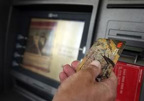 2010 : PUCES IMPLANTABLES, RFID, NANOTECHNOLOGIES, NEUROSCIENCES, N.B.I.C. ET CYBERNETIQUE - Page 5 Smartcard_ATM