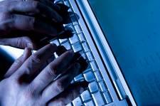 SUPPRESSION DES LIBERTES DU WEB Suspect-typing