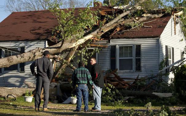 TORNADES, TEMPETES ET OURAGANS Tornado_effects