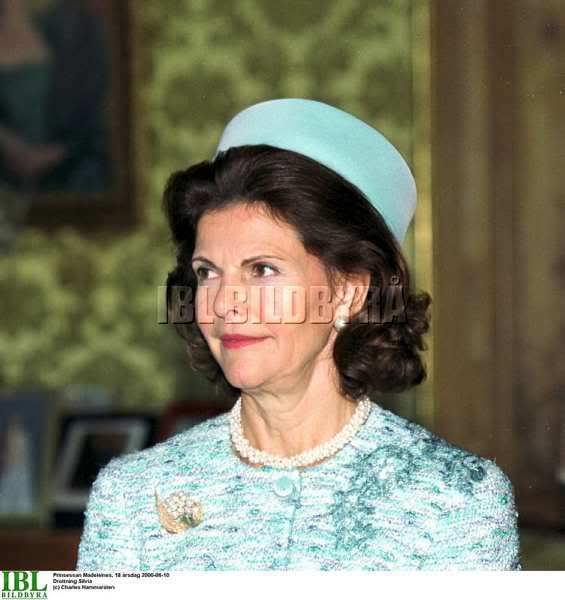 Accesorios y complementos de las princesas - Página 14 060610_f-dag6