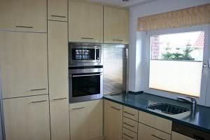 Apartment 3a von Cat K_004-01-01b_Kuechen_Ahorn_Hochglanz_rechts