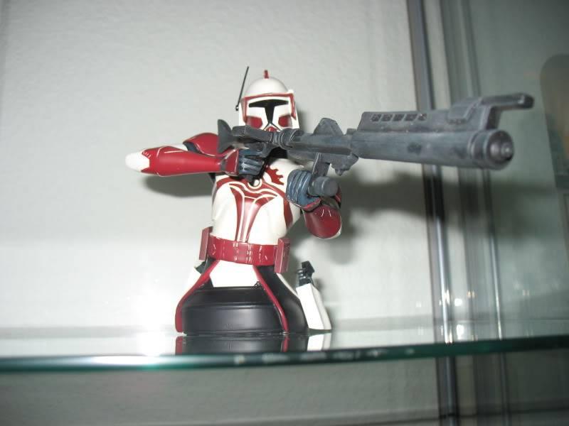 Gentle Giant Clone Wars Commander Fox mini bust PG Gift 2010 - Page 2 EliteCorpsTrooper009