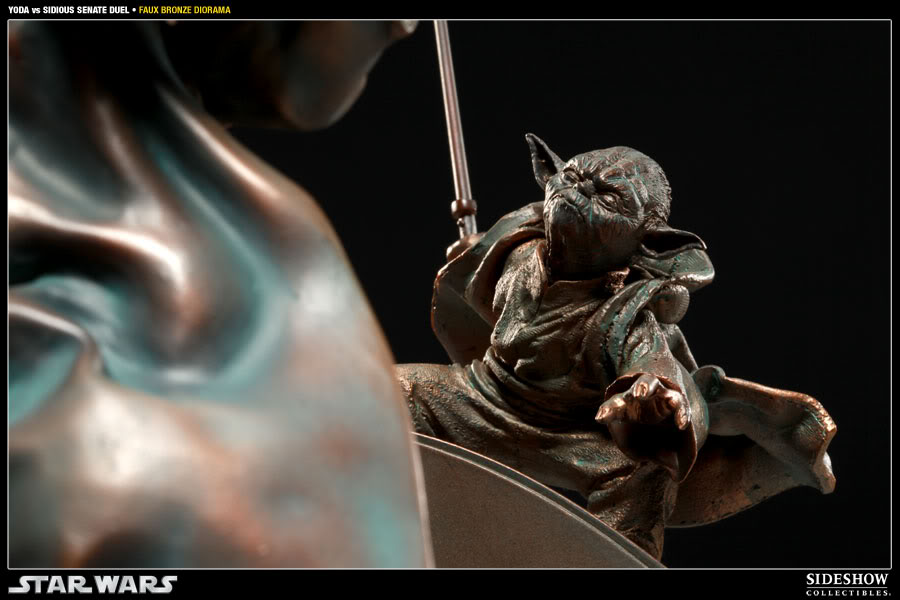 Sideshow - Senate Duel - Yoda vs. Darth Sidious- Faux Bronze 2000171_press07-001