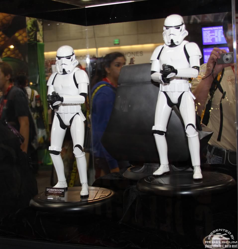 Sideshow - Stormtrooper - PF - Premium Format - 2011 - Page 3 IMG_0473