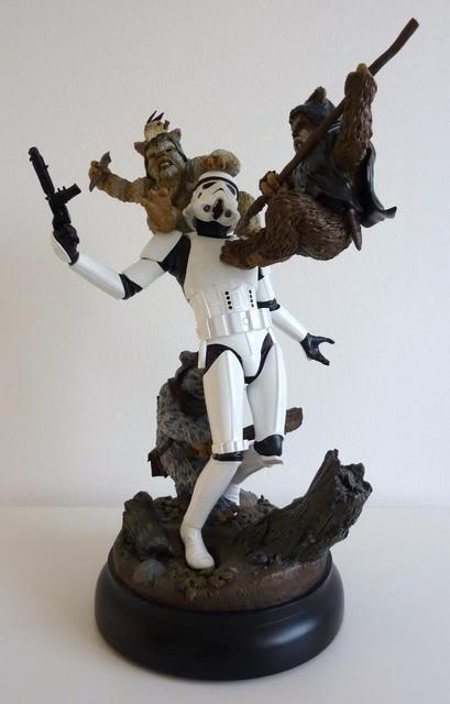 """Fall of the Empire"" – Ewoks vs. Stormtrooper Diorama P1000812"
