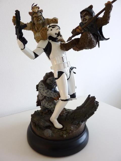 """Fall of the Empire"" – Ewoks vs. Stormtrooper Diorama P1000817"