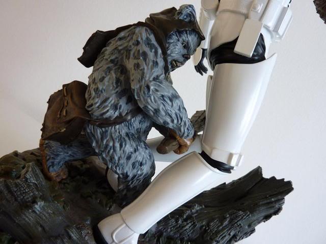"""Fall of the Empire"" – Ewoks vs. Stormtrooper Diorama P1000818"