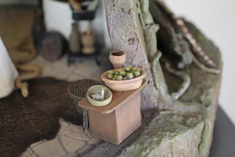Sideshow - Yoda's Hut - Dagobah Table2