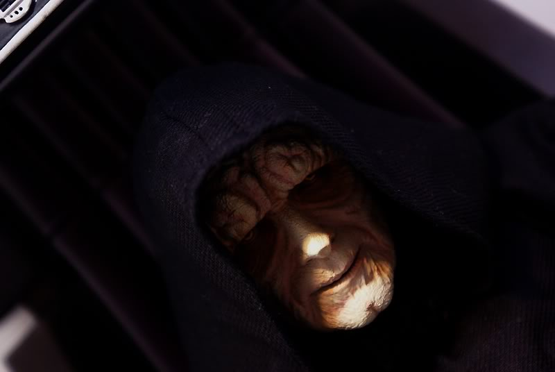 Sideshow - Palpatine on throne - Premium Format 2011 - Page 3 Emperoronimperialthrone1