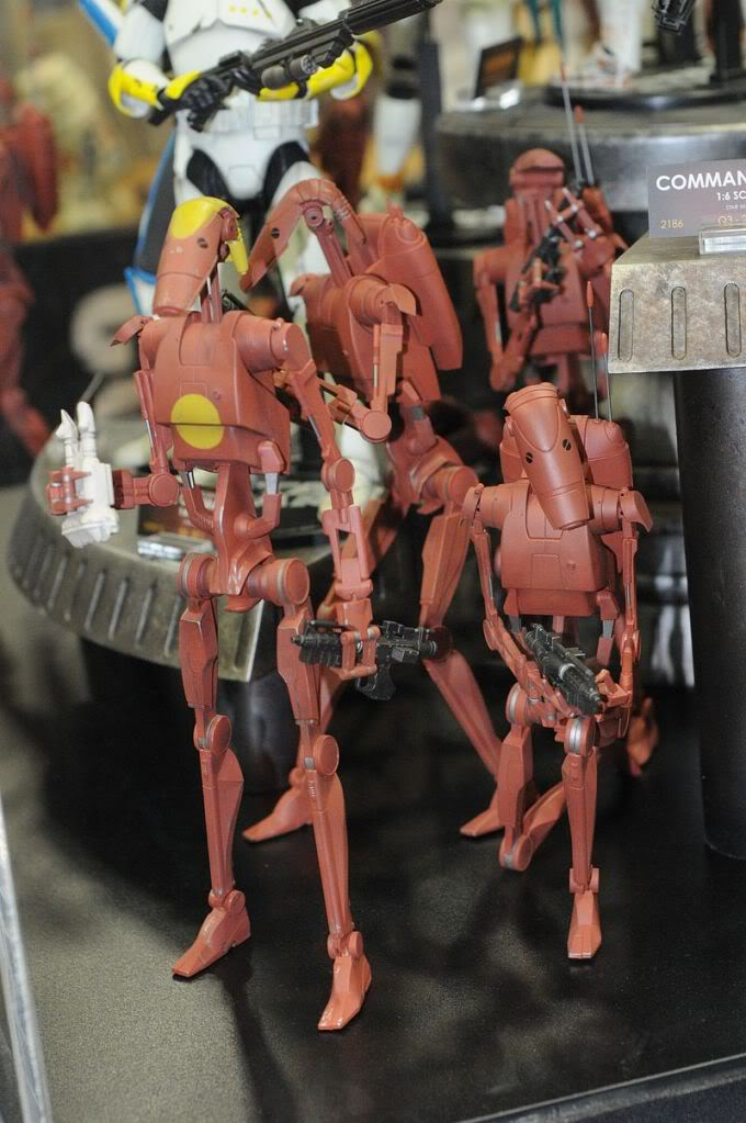Sideshow - Infantry Geonosis Battle Droids  - 12 inch Figure Sdcc2011_sideshow_starwars_21