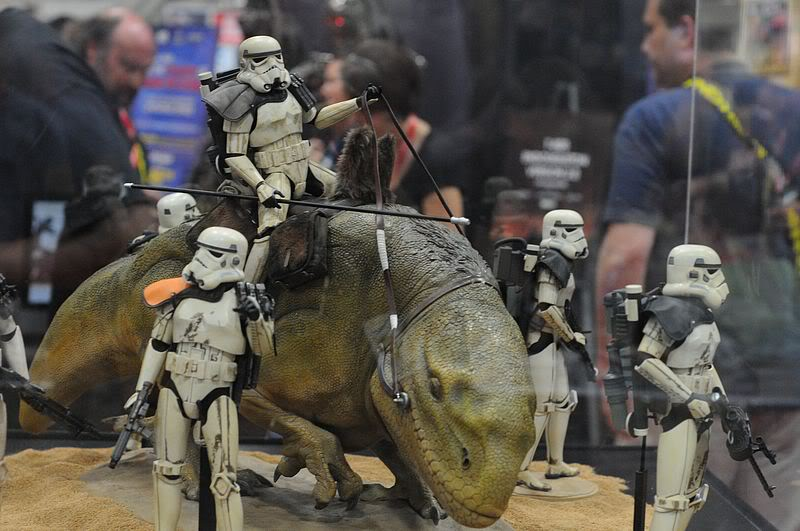 Sideshow - Sandtrooper Deluxe Figure & Dewback - 12' - Page 2 Sdcc2011_sideshow_starwars_35