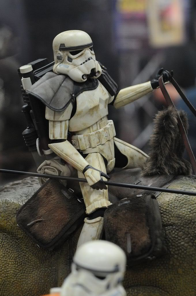 Sideshow - Sandtrooper Deluxe Figure & Dewback - 12' - Page 2 Sdcc2011_sideshow_starwars_37