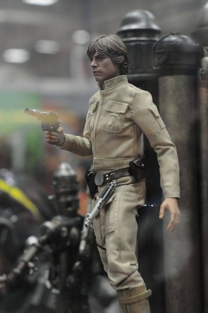 Hot Toys - 1/6 scale Bespin Luke Skywalker DX Sdcc2011_sideshow_starwars_6