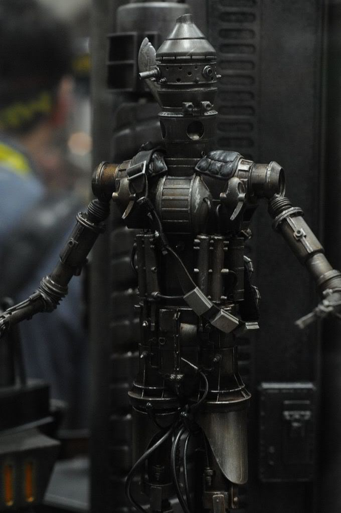 Sideshow - IG-88 - 12 inch Figure - Page 2 Sdcc2011_sideshow_starwars_8