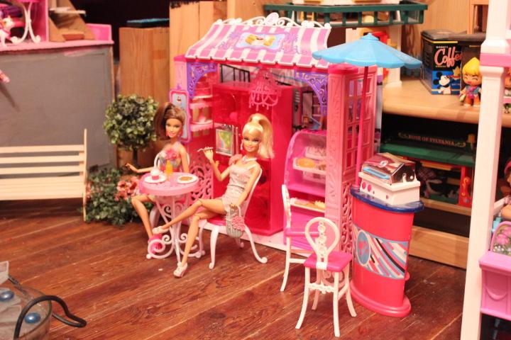 Mon mur barbie, poupées et playsets :) IMG_2476_zpsaddee89b