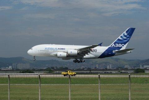 Passagem do A380 em Guarulhos - Página 5 DSC08332