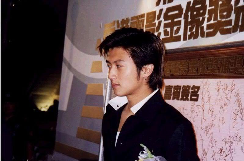 Tạ Đình Phong tại lễ trao giải Kim Tượng LHP Hongkong lần thứ 18 (25/4/1999) Kimtuong02