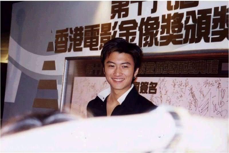 Tạ Đình Phong tại lễ trao giải Kim Tượng LHP Hongkong lần thứ 18 (25/4/1999) Kimtuong03