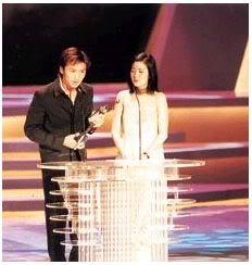 Tạ Đình Phong tại lễ trao giải Kim Tượng LHP Hongkong lần thứ 18 (25/4/1999) Kimtuong07