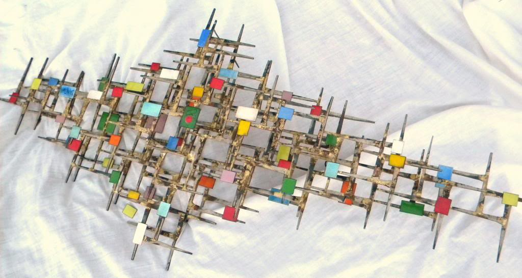 ID and BIO Abstract Brutalist Wall Sculpture - Iron Metal & Enamel ??? 60's DSCN8491